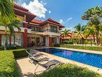 Pool villa in Laguna